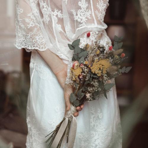 Romana mit Brautstrauß